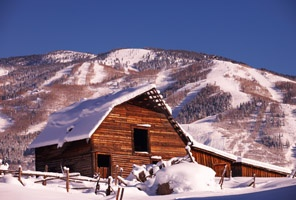 Barn in front of the Steamboat ski mountain